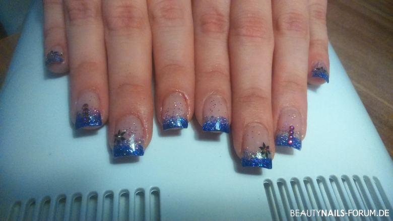 Acrylmodellage blau Glitzer Acrylnägel