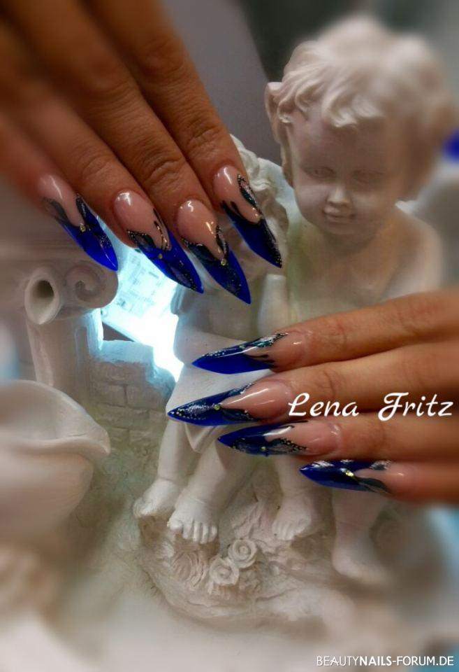 Acrylmodellage blau mit Gel Muster Acrylnägel