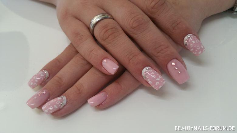Acrylmodellage mit Malerei rosa Acrylnägel