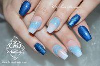 Coole Babyboomer mit Reliefdesign & Fullcover Blau Acrylnägel