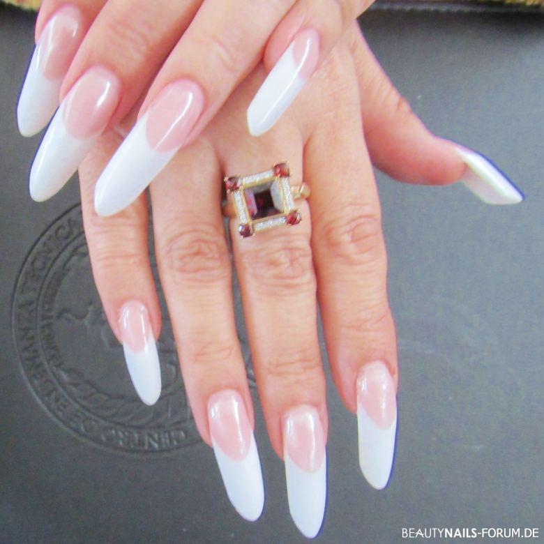 French Nails Design | Lange Mandelform French Manicure Design Acrylnagel