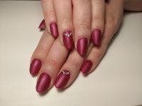 Nailart pink mit Swarowksi-Steinen und matt versiegelt. Acrylnägel