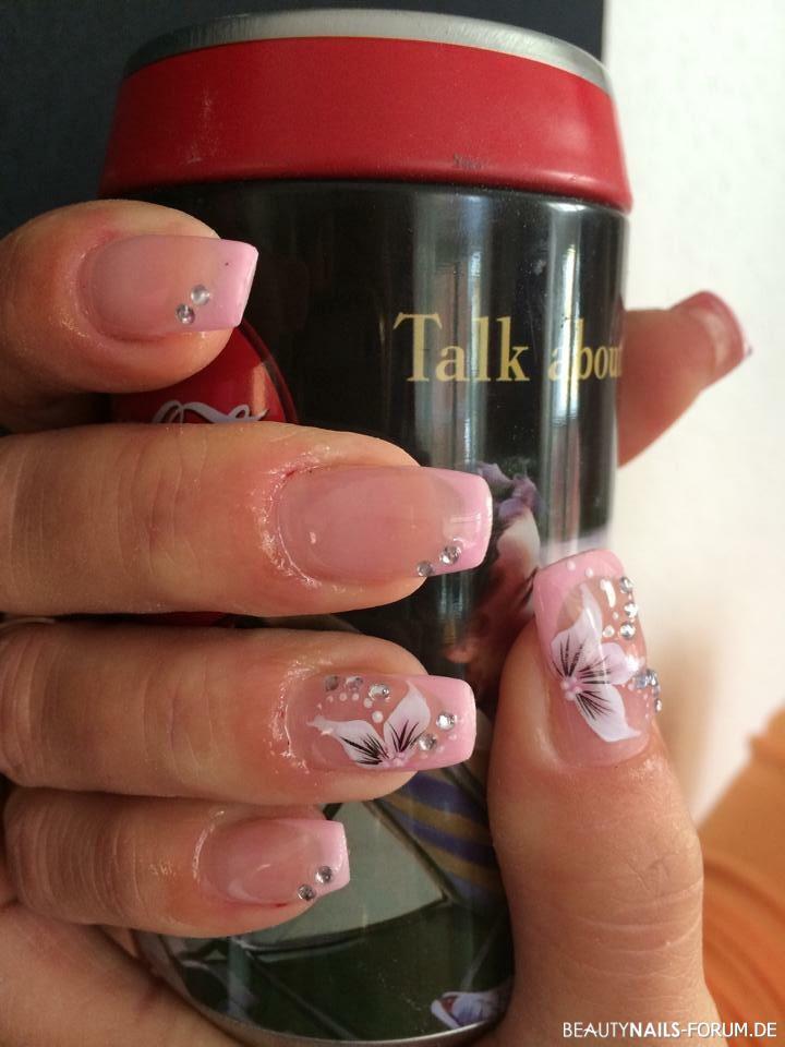 Floral Design Nails in pink