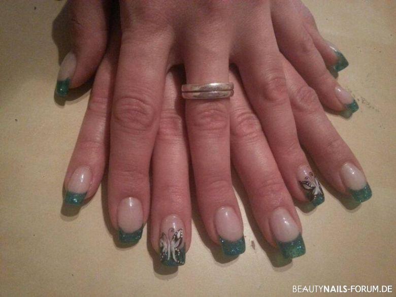 French mit blau grün Glitzer und Schmetterling