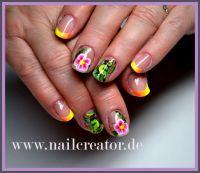 Knalliges Frühlingsdesign mit Blümchen in neon Frühling- & Sommer