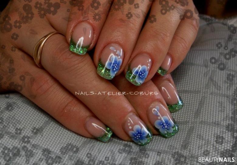 Sommerblümchen in blau-grün.