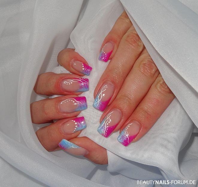 Sommerliche Nägel in hellblau / pink Frühling- & Sommer
