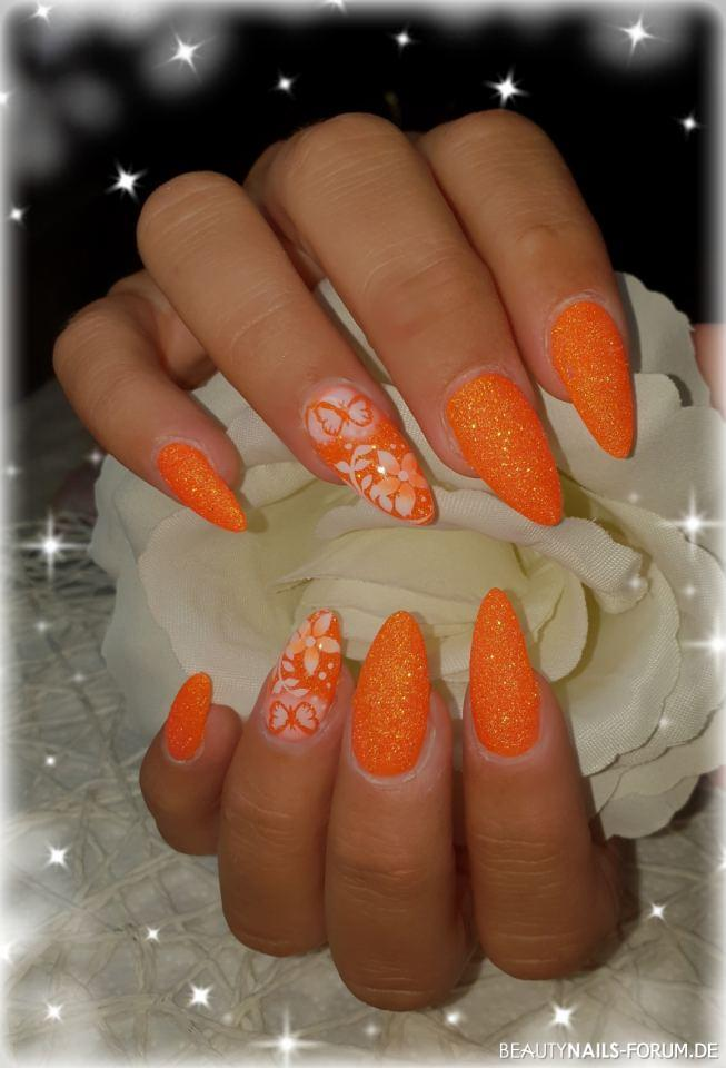 Sugar Effekt Orange und Airbrush Frühling- & Sommer orange - Gelmodellage im Sugar Effekt in Orange und Ringfinger mit Airbrush Nailart