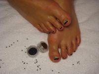 Fuß-UV-French in schwarz mit Fimo Totenkopf Füsse