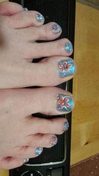 Hellblau mit Blume und Steinchen Füsse