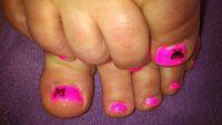 Neonpink mit Schmetterling Füsse