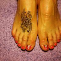 Orange / Rot Pediküre mit Henna Fußtattoo Füsse