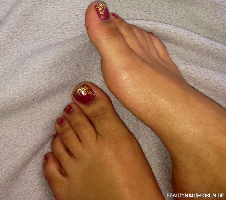 Schöne Füße / Fußnägel - rot und gold Füsse