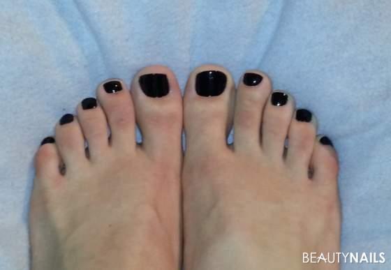 Schwarzer Nagellack Füße