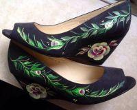Schwarze Schuhe Gegenstände
