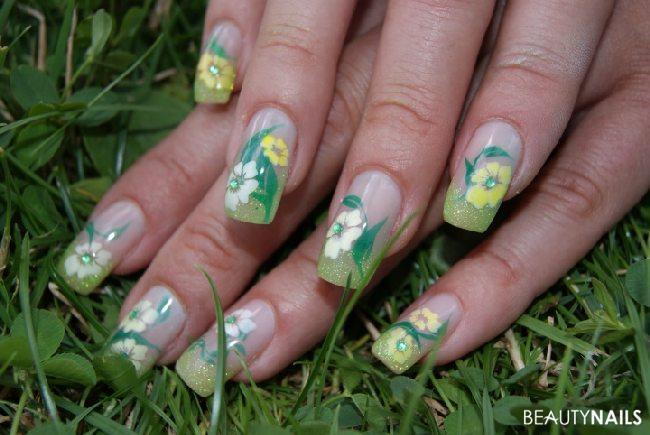 3. Airbrushversuch - Blumenwiese Gelnägel