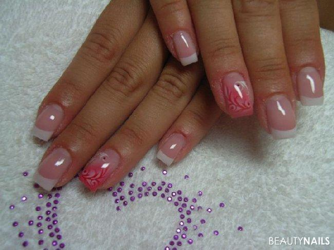 airbrush Gelnägel - gele von mephisto-nails, bis auf make-up von us-nails. airbrush-schablone Nailart