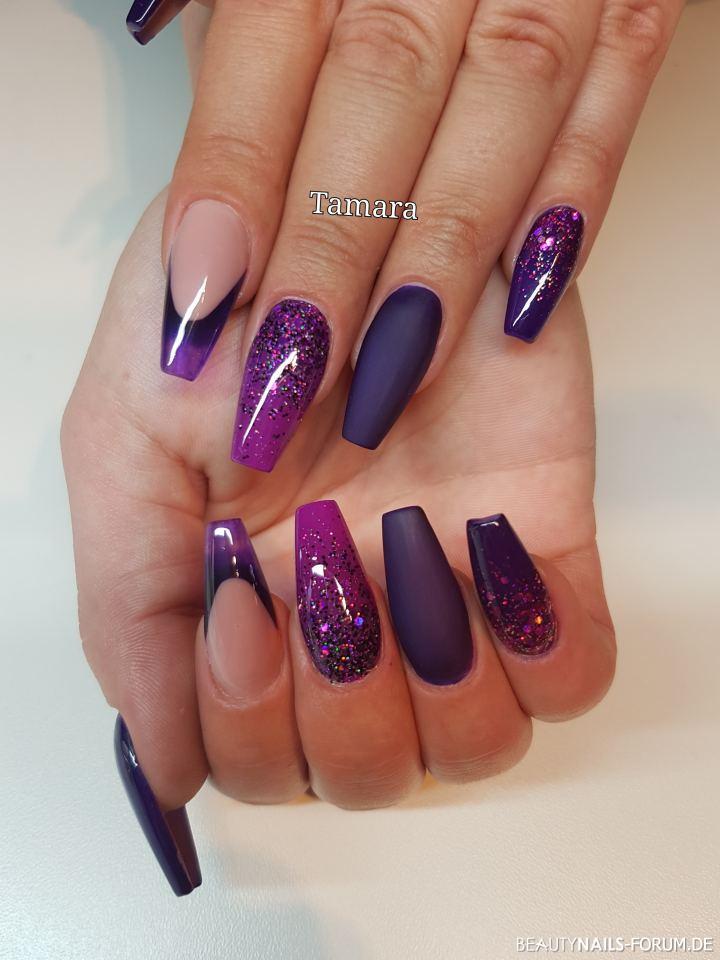 Ballerina in lila matt und glänzend mit Glitter Gelnägel