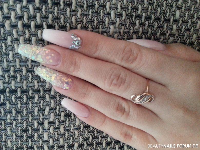 #coffinnails #ballerinashape #gelnails #nails #white #