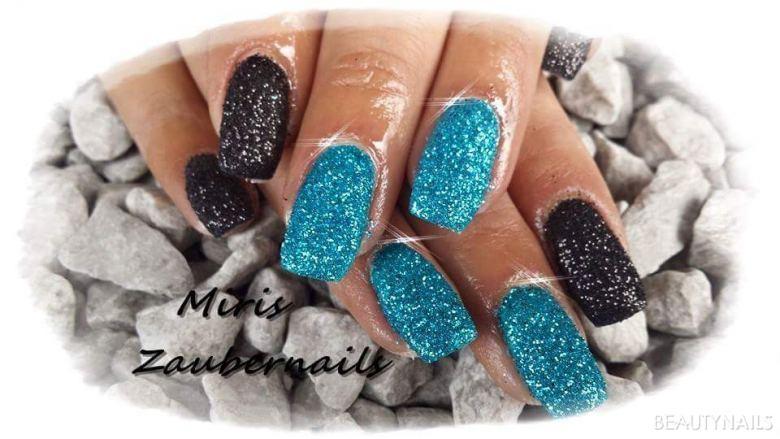 Blau schwarz in Sandoptik