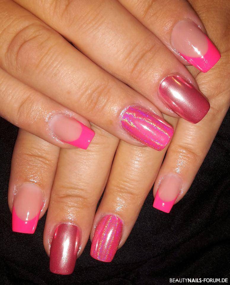 Chrom und Frenchnails in grellem Pink Gelnägel