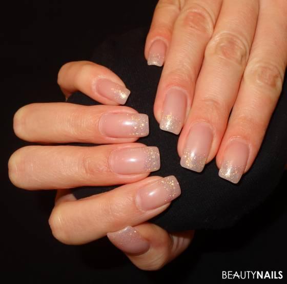 Dezente Glitzer Nails Gelnägel