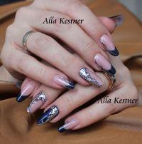 Fantasy Nails in Mitternachtsblau mit Silberelementen Gelnägel