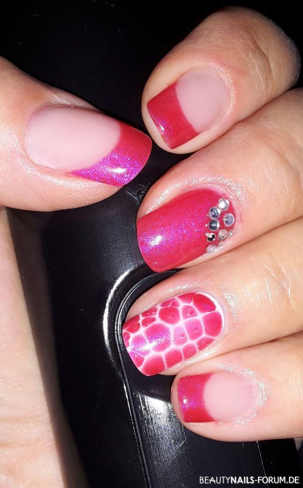 Frenchnägel pink mit Strasssteinchen