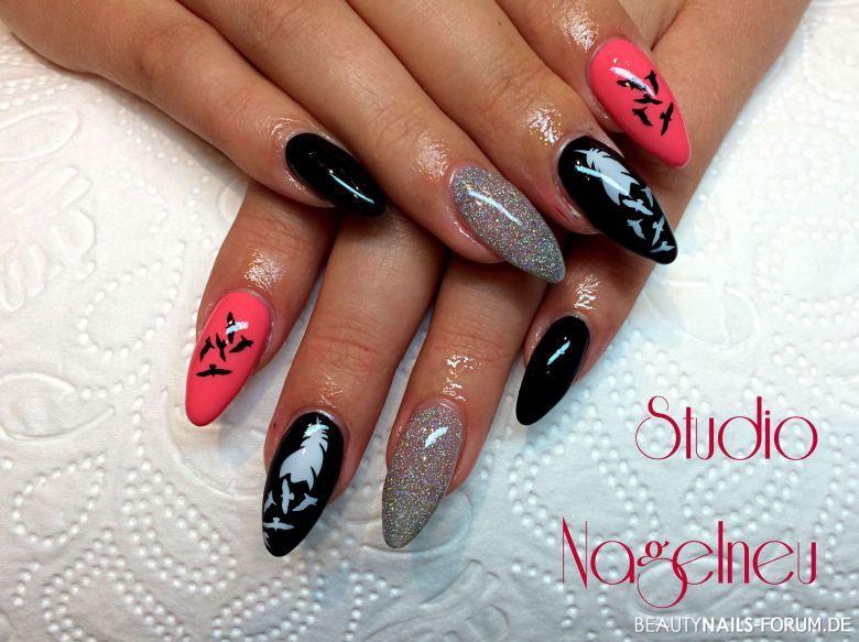 Fullcover-Nägel mit Airbrush in pink, schwarz, silber Gelnägel