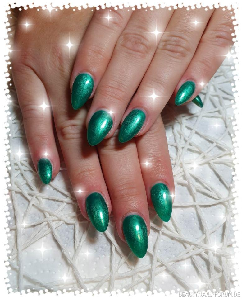 Fullcover Smaragdgrün - schillernde Nailart Gelnägel