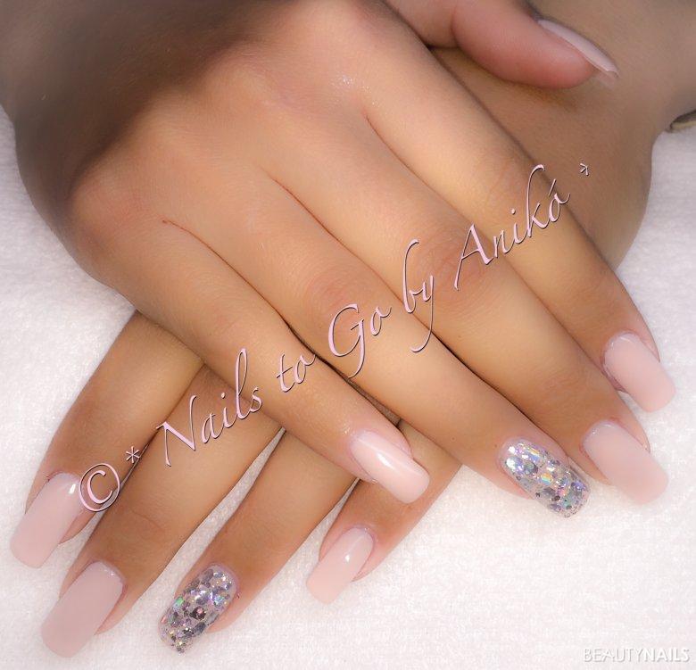 Gel-Modellage / Nude-Look & Crystal-Silver-Highlights
