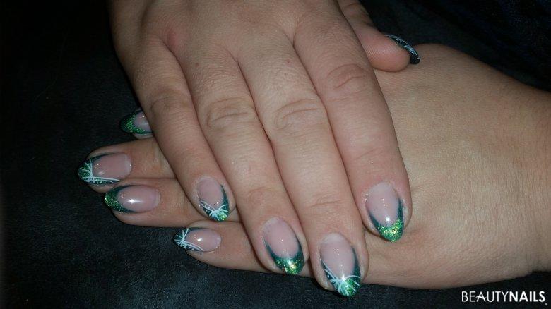grün mit Malerei Gelnägel
