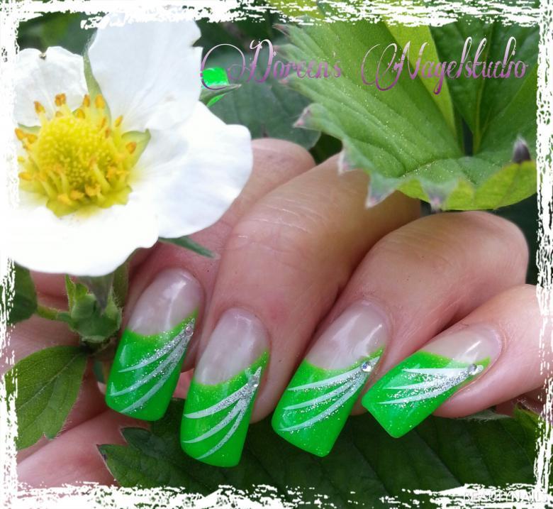 grüne Gelnägel