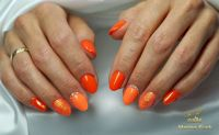 Knalliges Orange mit Glitzernagel Gelnägel