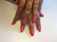 Knalliges Pink/Glitzer mit Steinchen - Nageldesign Gelnägel