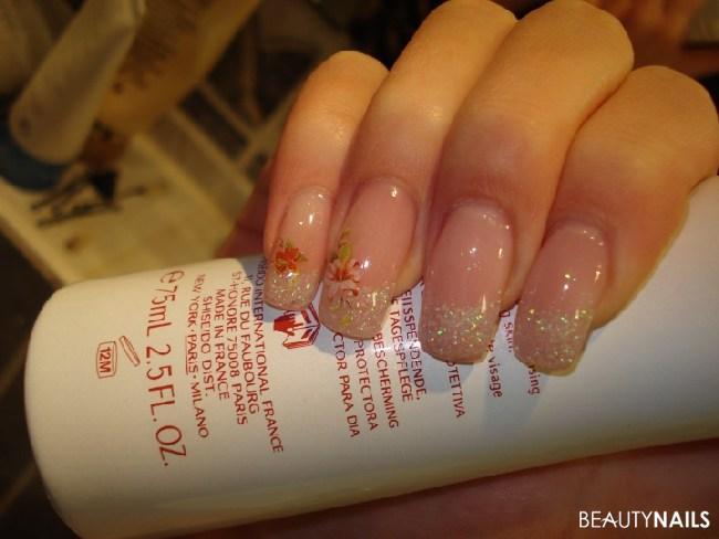 Meine Nägel, Dezent & Blumen. :) Gelnägel