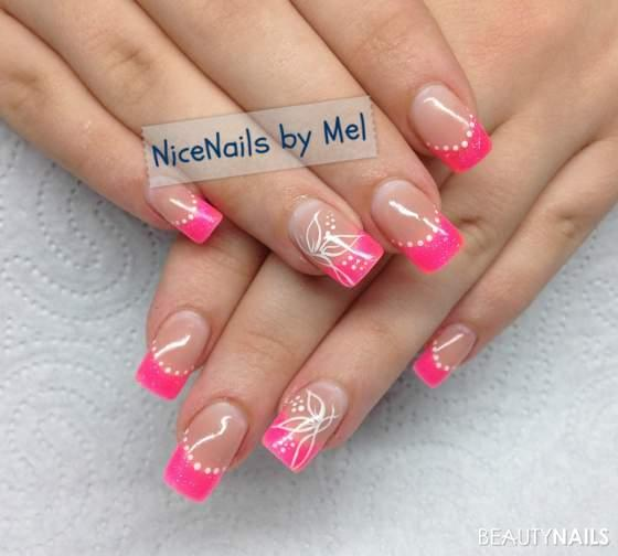 Neon Pink + gemaltes Gelnägel