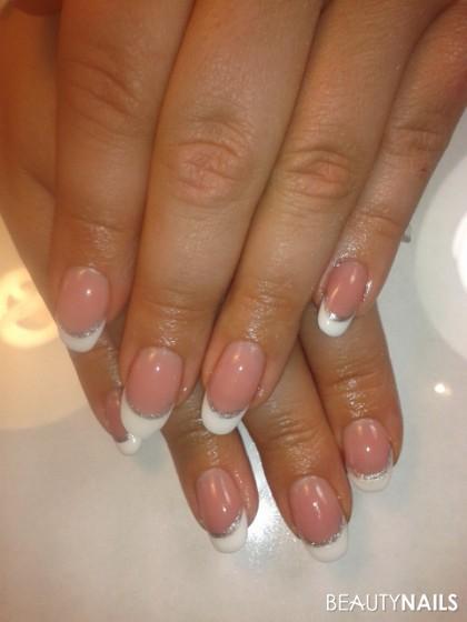 Ovale French Nails Mit Silbernem Akzent Gelnagel