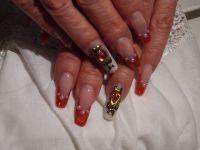 Perlen Glitzer mit rotem French Gelnägel