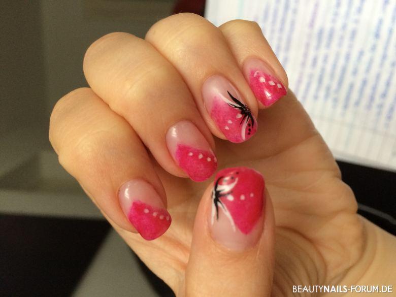 pink mit malerei auf daumen ringfinger geln gel. Black Bedroom Furniture Sets. Home Design Ideas
