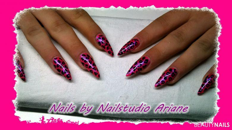 pinker leo (Männerhände) Gelnägel
