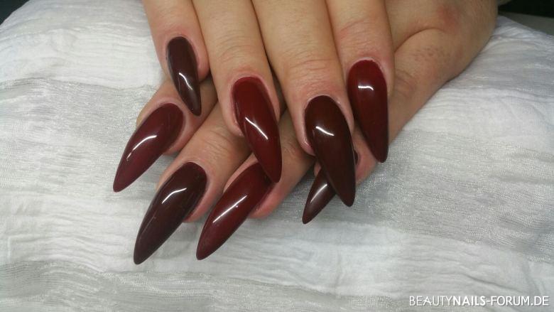 rote nails etwas l nger geln gel. Black Bedroom Furniture Sets. Home Design Ideas