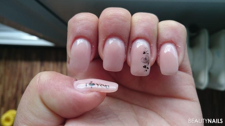 schlichte Nägel mit Stamping Gelnägel
