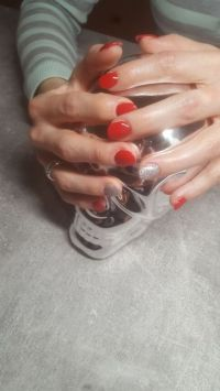 Schlichtes Full cover in rot - klassisches Nageldesign Gelnägel