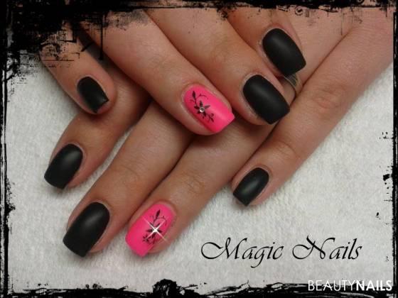 schwarz-pink mit matt Efect Gelnägel