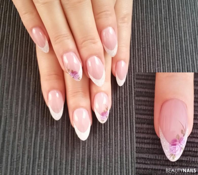 Gelnägel French Manicure mit Blumen Design Nägel