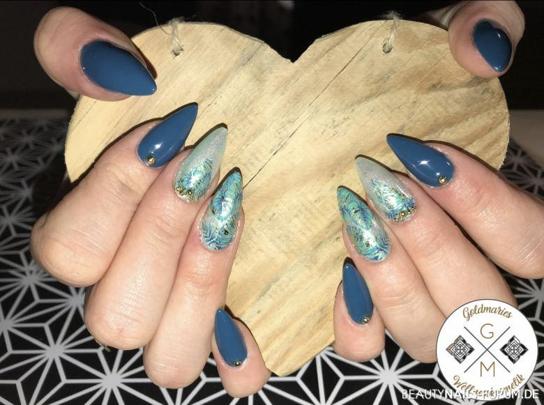 Tropical Design mit Wraps in grün/blau und Goldperlen Gelnägel