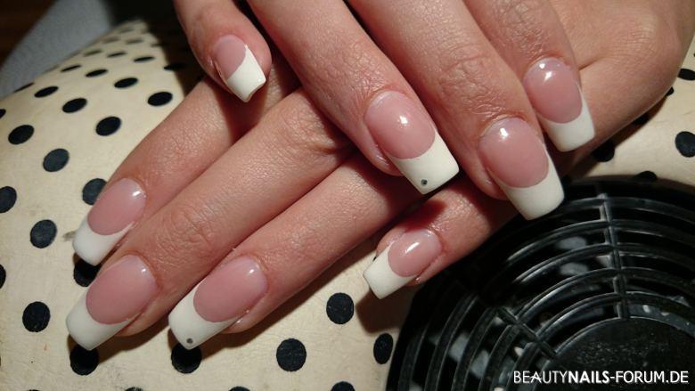 Weiße Frenchnails Gelnägel