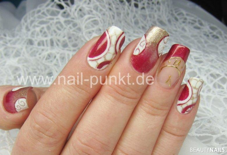 Winter Nail Design in Rot-Gold