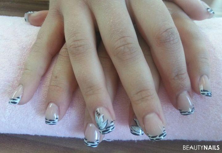 zebra nails mit scheußliche blume Gelnägel